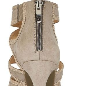 93b84f63b20 Liz Claiborne Shoes - Liz Claiborne Cooper Womens Pumps -NWT